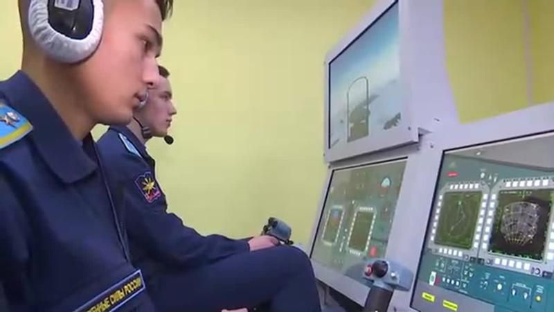 Занятия на симуляторе Су 34 в филиале авиационного училища штурманов в Челябинске