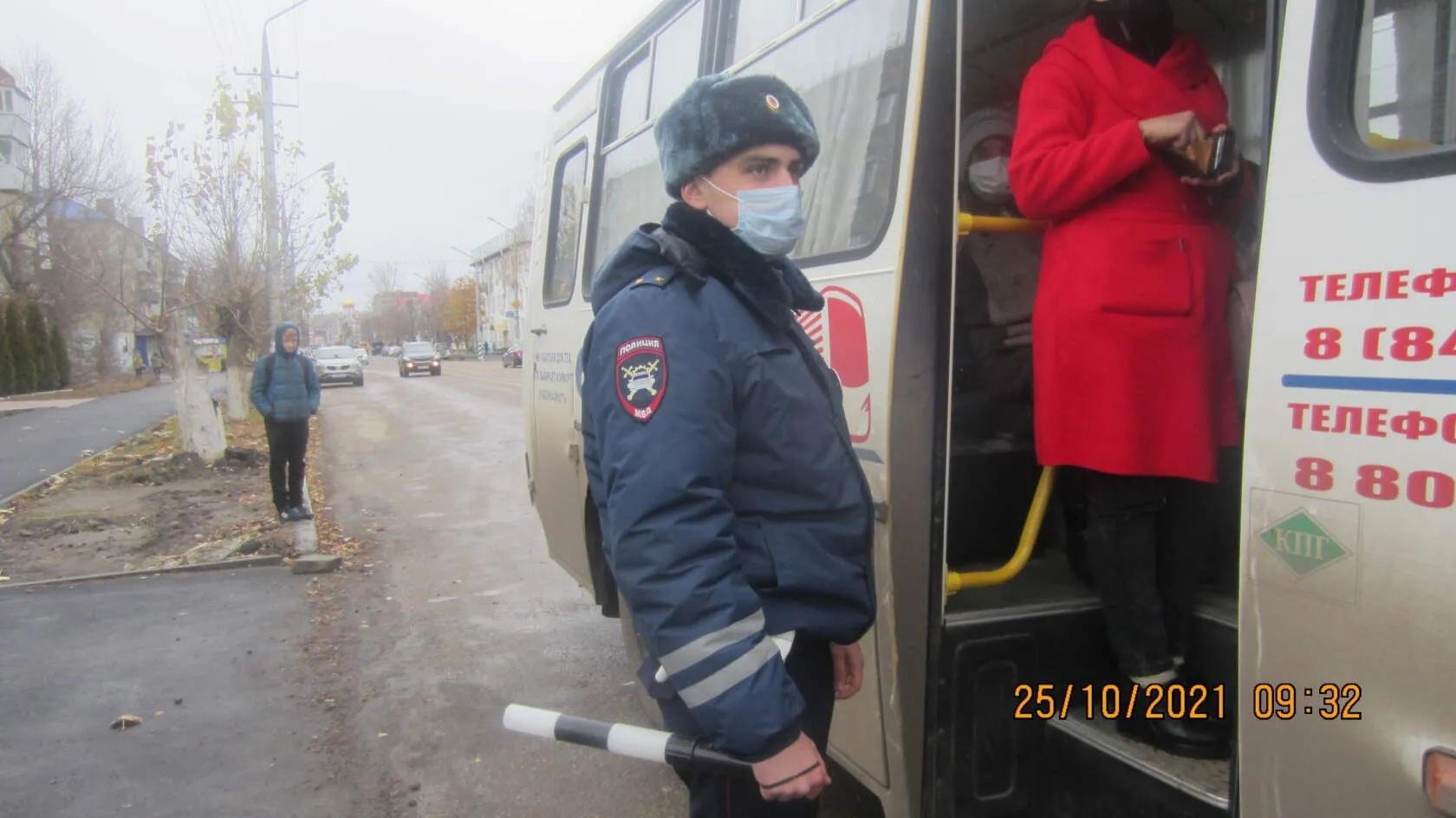 В Петровске проверили, как жители соблюдают масочный режим в общественном транспорте