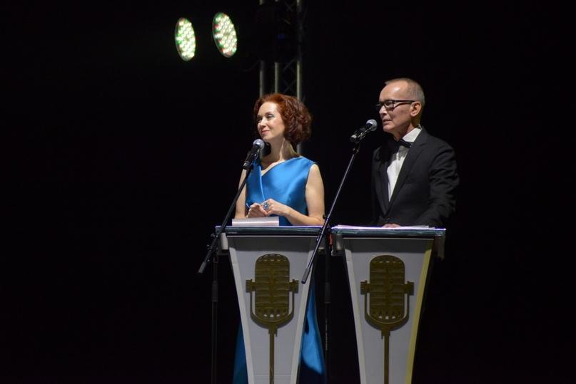 Ведущие актриса Анна Большова и актер Андрей Руденский