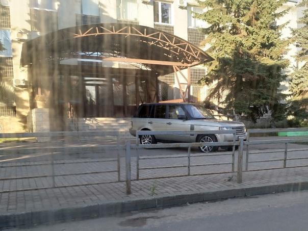 Чем блатнее джип, тем прикольнее парковки!Хочу уви...