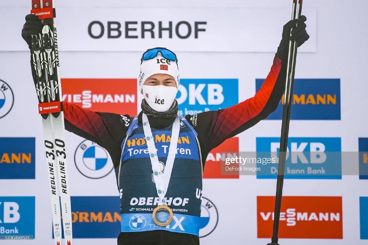 Норвежский биатлонист Стурла Хольм Лагрейд рассказал, что в 2019 году его пригла...