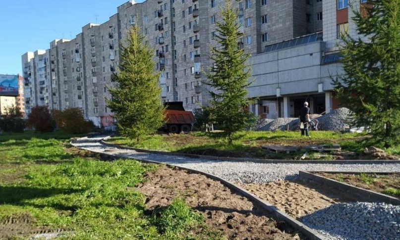 На Воскресенской улице в Архангельске вдоль домов №8-12 началось благоустройство
