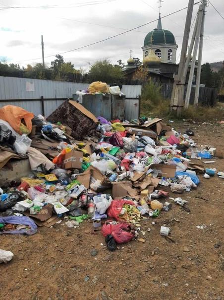 Атамановка, ул.Заводская, мусор лежит две недели, ...