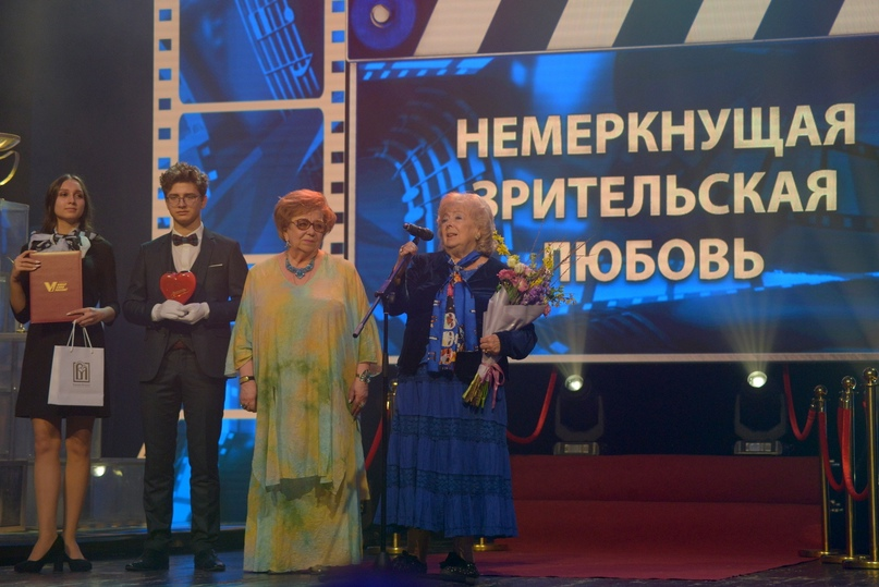 Юбиляр — музыкант, режиссёр, заслуженный деятель искусств РФ Ирина Тайманов получает приз в номинации «Немеркнущая зрительская любовь»