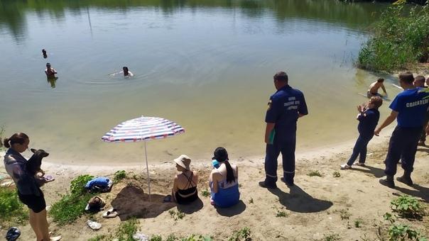 Новочеркасские спасатели проводят рейды по безопасности на водоемах