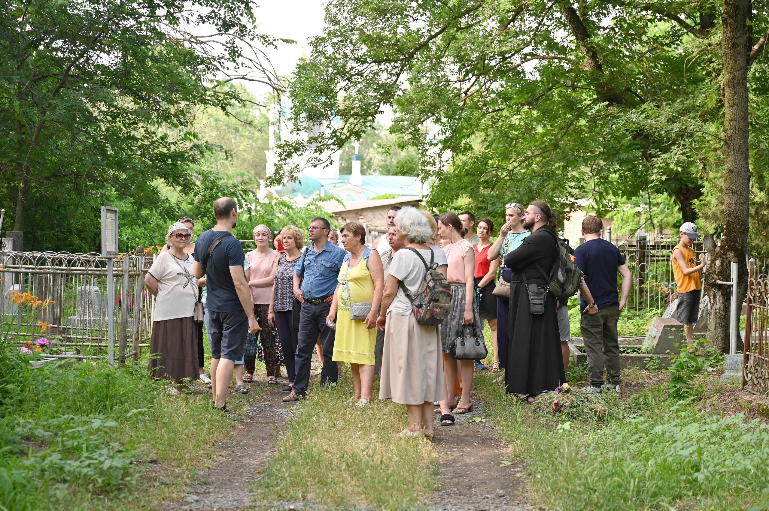 Экскурсия по старому кладбищу Таганрога, президентский грант