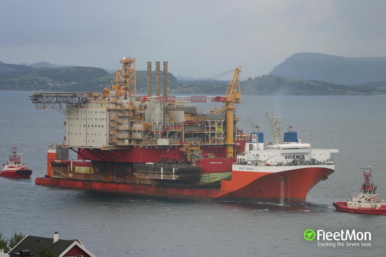 Затем балластные цистерны освобождают от воды и он, как и обычный корабль транспортирует необходимый груз. Разгрузка происходит аналогично, только в обратной последовательности