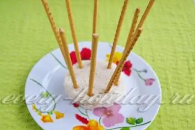 Салат «Корзинка с весенними цветами» куриный с шампиньонами в корзинке из сырных полос