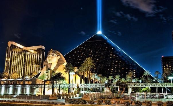 Гостиничный комплекс «Луксор Лас-Вегас».