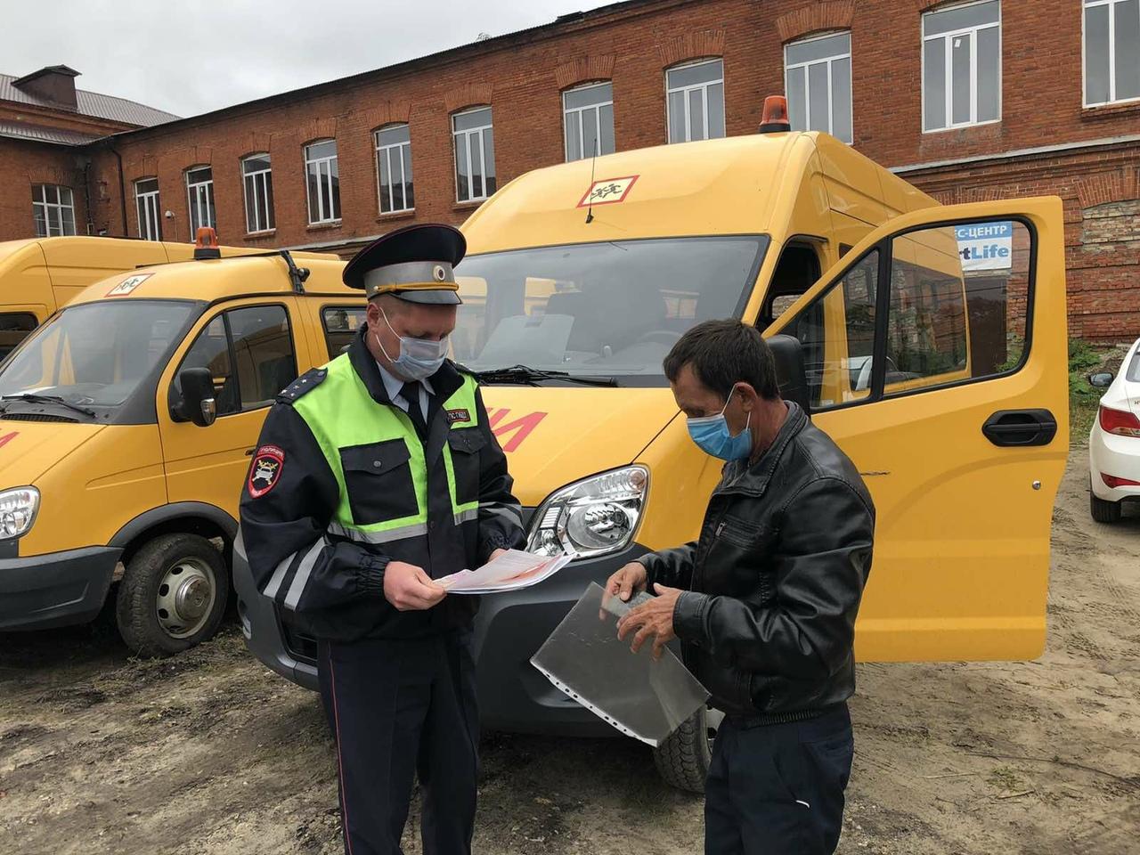 В Петровске автоинспекторы проверили готовность школьных автобусов к новому учебному году