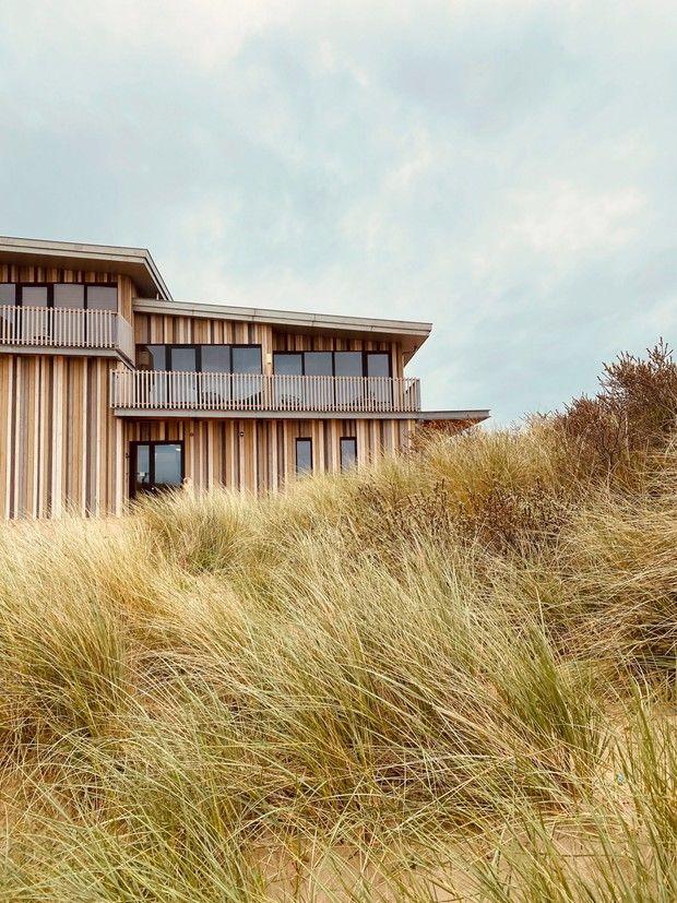 Отель среди песчаных дюн в Нидерландах