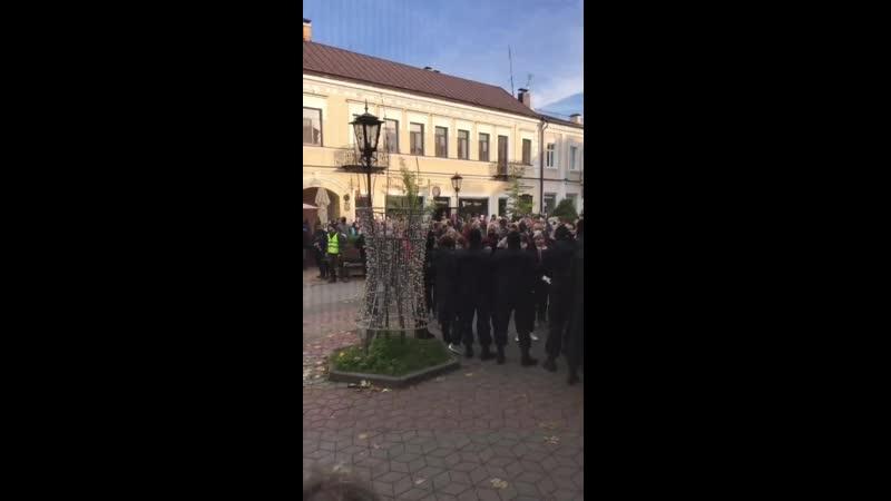 На Советской в Бресте люди кричат позор