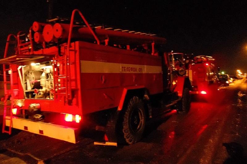 qTx1ClRheUk - Жильцы многоэтажки в Бачатском спасались на улице от пожара В