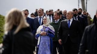 Мишустин в Дагестане ознакомился с планами развития крупных городов и купил подарки