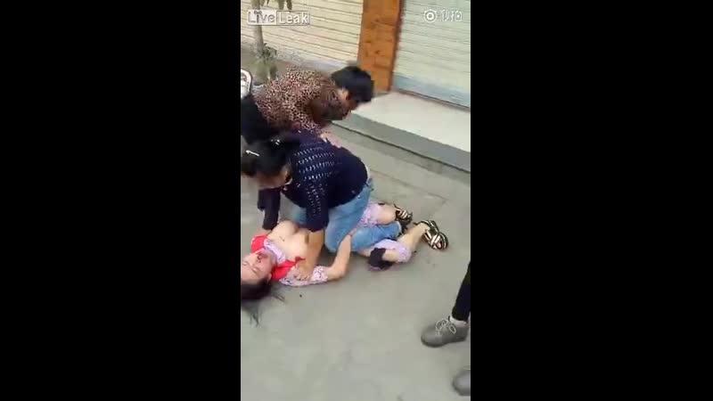 беременную любовницу избиват жена