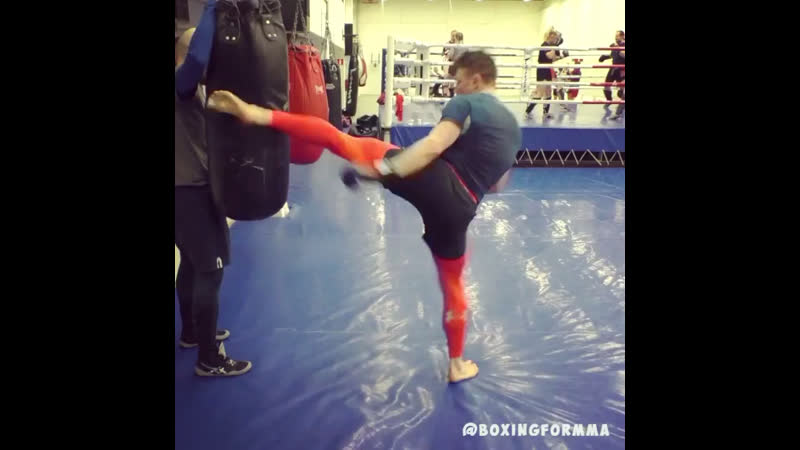 Boxingformma Pro MMA Fighter josamma feinting takedowns and then throwing a left high kick.